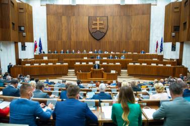 FELMÉRÉS: Pellegriniék magasan vezetnek, bekerülne a parlamentbe a Szövetség