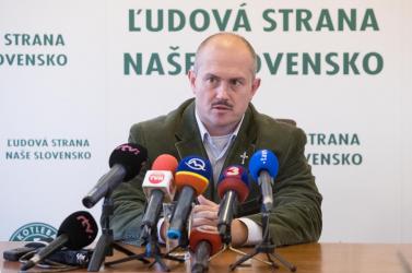 Karanténban Kotleba, elmarad a tárgyalás az 1488 eurós csekkeinek ügyében