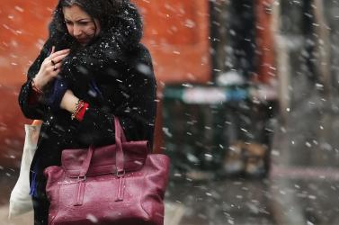 Óvatosan az utakon: szélre, hóra, ónos esőre és hóátfúvásokra figyelmeztetnek