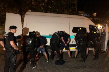 Több mint 100 embert vettek őrizetbe a pozsonyi szurkolói verekedés után, Saková dühöng