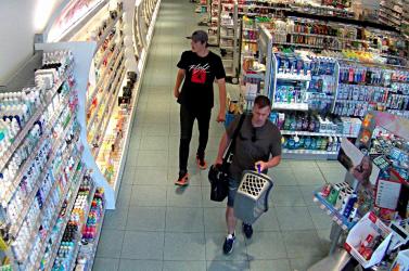 Ezeket a parfümtolvajokat keresik a zsaruk