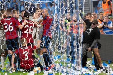A Slovan durván megbüntette a Spartak ellen ámokfutásba kezdő szurkolóit
