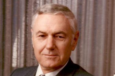 Elhunyt James Beggs, a NASA egykori vezetője