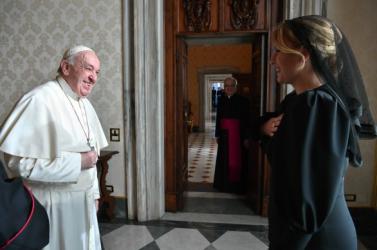 Nagy a titkolózás arról, hogy milyen ajándékot kap Ferenc pápa Čaputovától