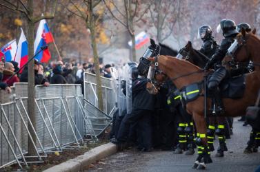 Naď pontosította, kiket nevezett a tüntetésen majmoknak