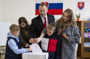 A gyerekgyáros Boris Kollár lett a parlament elnöke, Grendel az egyik alelnöke