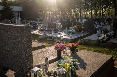 Vigyázat: a temetőlátogatás nem tartozik a kivételek közé a kijárási korlátozás alól, a rendőrök büntethetnek!