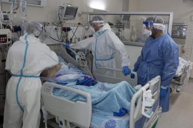 Annyi a Covidos, hogy egy-két héten belül összeomolhat a szomszédos ország egészségügyi rendszere