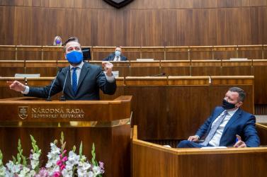 Megint állt a bál a parlamentben, vulgarizmusoktól és személyes támadásoktól volt hangos az ülésterem