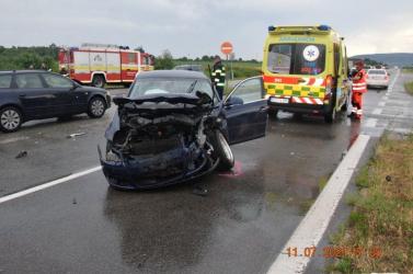 Kihajtott a Volkswagen a Škoda elé a kereszteződésben, nyolc sérült!