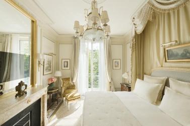 A becsült ár többszöröséért keltek el a legendás párizsi Ritz Hotel kincsei