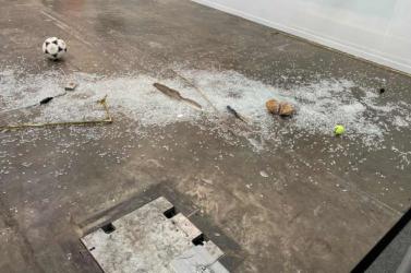 Bocsánatot kért az installációt véletlenül összetörő kritikus