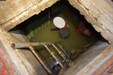 TRAGÉDIA: Üres emésztőgödörben dolgozott két férfi, amikor rájuk zúdult a szennyvíz – egyikük meghalt