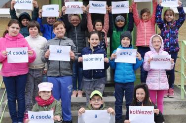 Versbe öltözött Egyházkarcsa a magyar költészet napján