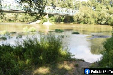 TRAGÉDIA: Felborult a folyón iszogató baráti társaság csónakja, 33 éves férfi fulladt meg