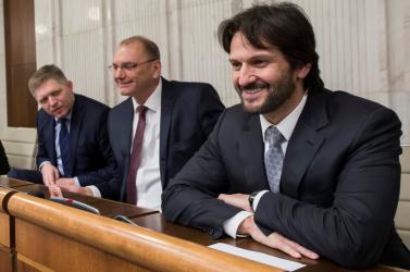 Fico komolyan, Kaliňák győztes mosollyal tért vissza képviselőként
