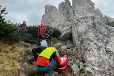 47 éves turistán segítettek a hegyimentők, az esése során súlyosan megsérült