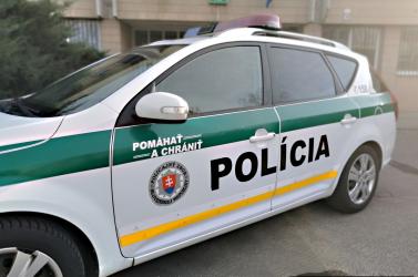 Ököllel ütött arcon egy rendőrt a 19 éves lány Somorján