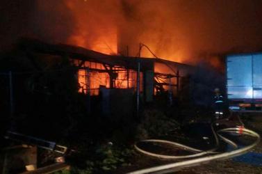 TŰZESET: Harminc tűzoltó küzdött a hatalmas lángokkal - FOTÓK
