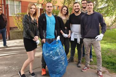 Diákok tisztították meg a Neratovice teret