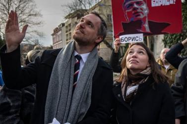 Rendőri védelem alatt a prágai polgármester, egy orosz kém érkezett az országba, akinél állítólag méreg volt
