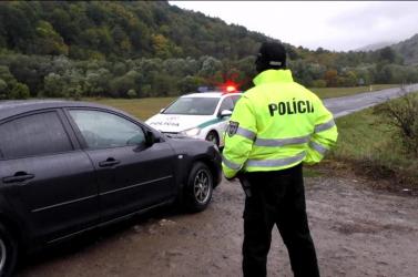Hamis cigarettát csempészett kocsijában a rendőr