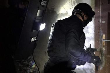 Összehangolt drograzzia zajlott Győrben, fiataloknak árult kokaint és marihuánát egy hatfős banda
