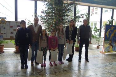 A szerencselufiknak köszönhetően ajándékot kaptak a dunaszerdahelyi rászoruló diákok