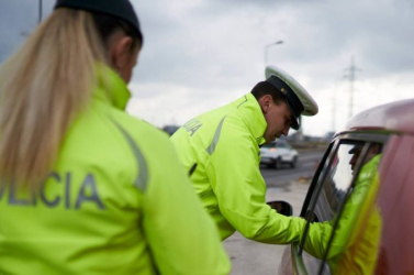 A kijárási korlátozás ellenőrzése mellett az ittas sofőrökről sem feledkeznek meg a rendőrök