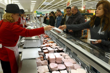 Jön a nagy élelmiszer-drágulás: emelkedik a kenyér, a hús és a tej ára is