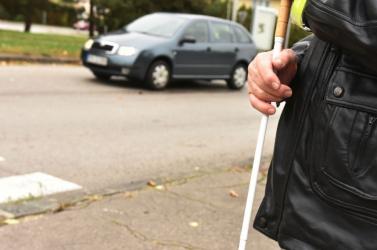 Rengeteg akadályba ütköznek a vakok és gyengénlátók a közlekedés során