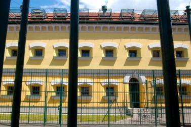 Lövés ért egy őrt a liptóvári börtönben!