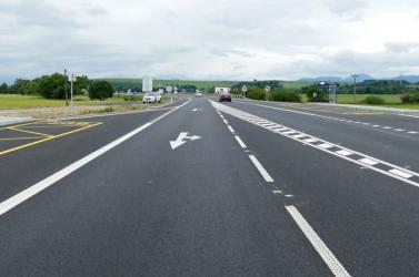 Több útszakasz és kereszteződés felújítását tervezik a Dunaszerdahelyi és a Komáromi járásban
