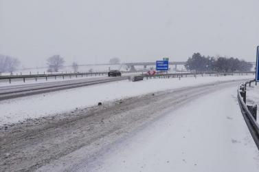 Hójelentés: Pozsony az összeomlás szélén, a Csallóközben is hó borítja az utakat!