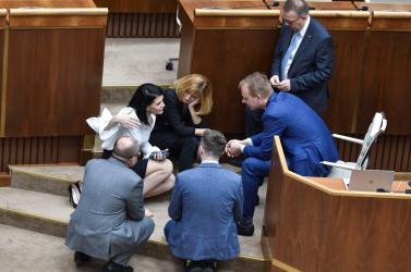 Folytatódik a parlamenti cirkusz: hiába utasította ki Danko Beblavýékat, nem voltak hajlandóak elhagyni az üléstermet (VIDEÓ)