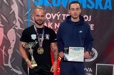 Súlycsoportjában szlovák bajnok, három nemzeti rekordot is megdöntött a légi erőemelő, Tichý Flórián!
