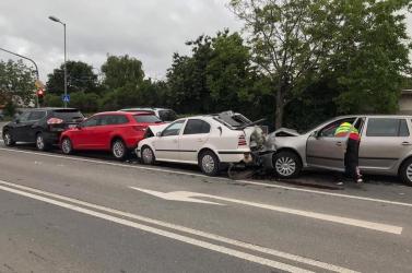 BALESET: Négy autó rohant egymásba Pozsony előtt a 63-ason