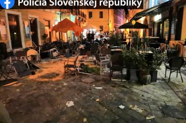 Futballháború Pozsonyban – durván összecsaptak a szurkolók, szétverték az Óváros egy részét!