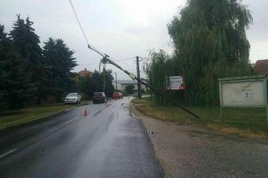 Több mint ezer háztartás maradt áram nélkül a vasárnapi viharok után!