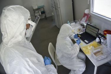 Koronavírus: Megint sok lett az új beteg és a halálos áldozat Ukrajnában