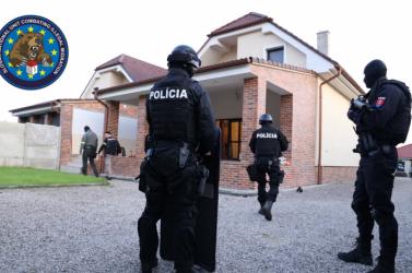 Több mint 1800 feketemunkást alkalmaztak a Galántai járásban elfogott embercsempészek!