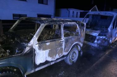 Három autó lángolt az éjszaka Balonyon (FOTÓK)