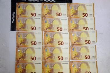 Hamis 50 eurós bankjeggyel akart fizetni az üzletben, lebukott