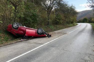 BALESET: Kirohant elé egy őz, felfordult autójával a 35 éves férfi