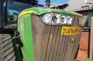 BALESET: Kivitt egy villanyoszlopot a traktor