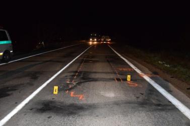 Kivilágítatlan gyalogost gázolt el a Fiat, a rendőrség segítséget kér a férfi azonosításában