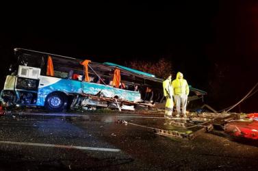 Kiemelték az autóbuszt az árokból, nem találtak újabb áldozatokat