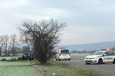BALESET: Egy dunaszerdahelyi jelzésű kocsi karambolozott az osztrák határnál, sofőrje súlyosan megsérült