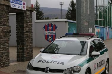 Eszméletét vesztette egy férfi a Fortuna ligás meccsen, rendőrök siettek a segítségére