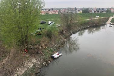 Kuciak-gyilkosság: Rendőrök és búvárok kutatják át Gútán a Vág és a Kis-Duna környékét